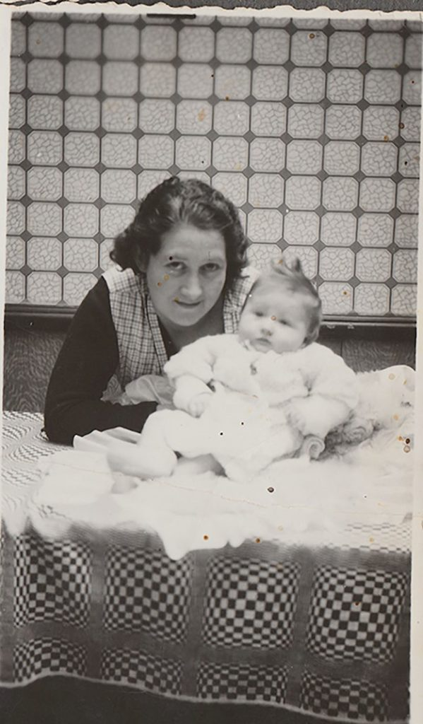 Andrée as a baby in the arms of her mother. © Andrée Collin