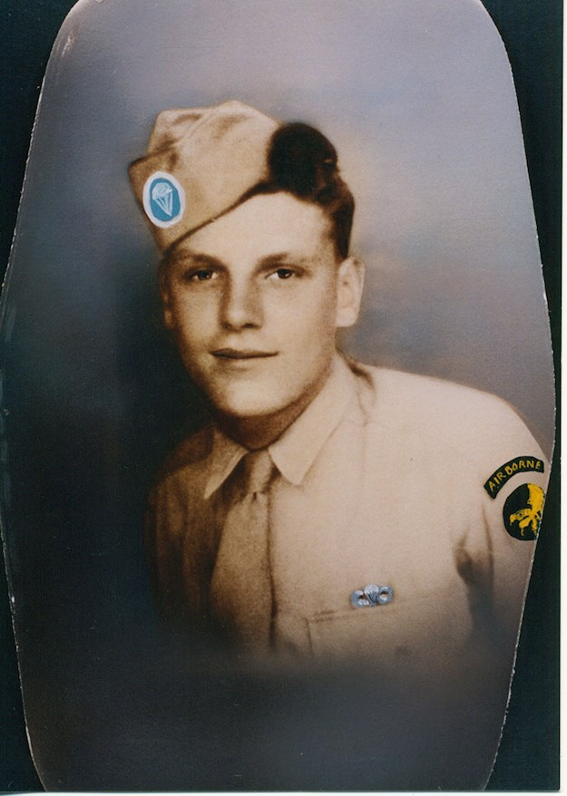 Fred with the insignia of the 17th Airborne Division. © Glavan family