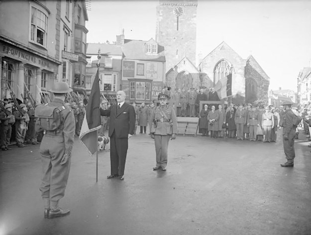 New colours being presented to Belgian troops at Tenby by the Belgian Prime Minister Hubert Pierlot, February 1941. © IWM